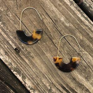 Tortoiseshell pattern resin acrylic earrings NWOT
